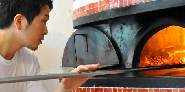 旬素材で織りなす料理と<br /> 薪窯ナポリピッツァ